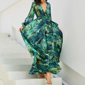 Dresses & Skirts - NEW Green Floral Leaf Printed Maxi Dress